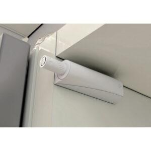 odbojnik do drzwi z amortyzatorem zamontowany w rogu